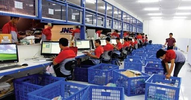 Lowongan Kerja Terbaru SMA/SMK & D3 Karyawan PT Tiki Jalur Nugraha Ekakurir (JNE Express) Cabang Surabya | Posisi: Customer Service dan Sales Counter Officer
