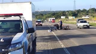Motorista morre ao colidir moto na traseira de carreta na BR-101 na PB