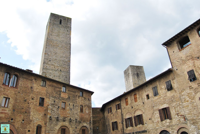 Plaza de la Cisterna, San Gimignano