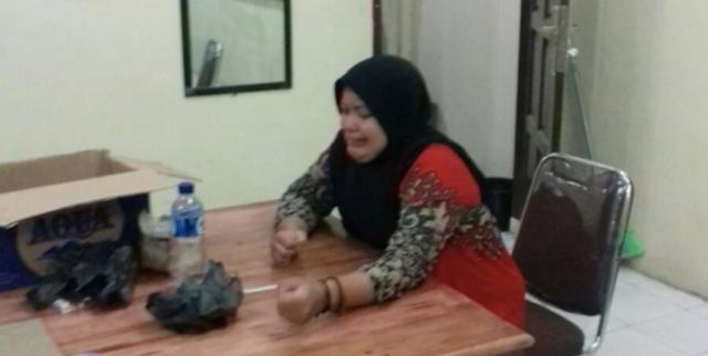 Bela Sukmawati, Hina Ustadz dan Tantang datangi Rumahnya, Warga Datang Malah Pura-pura Gila