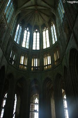 Gli interni di una delle cappelle dell'Abbazia di Saint Michel
