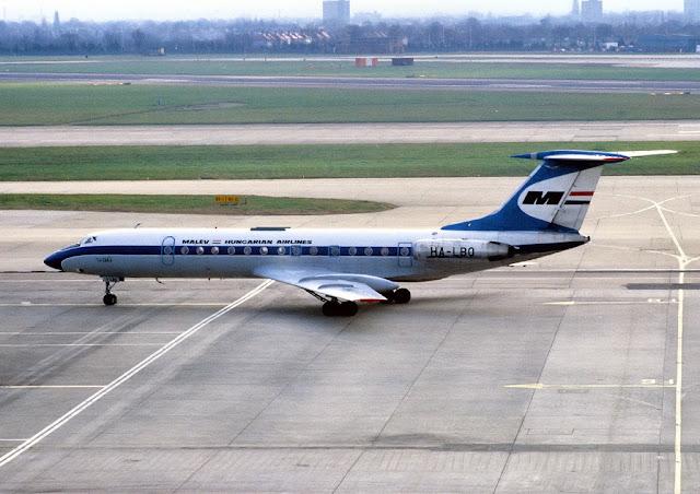 Самолет ТУ-134 авиакомпании. Фото - Tim Rees