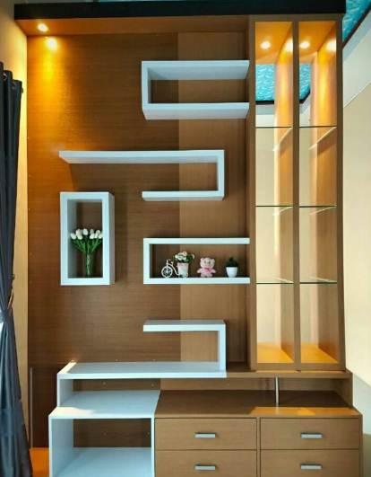 Rumah Minimalis Dengan rak partisi ruangan