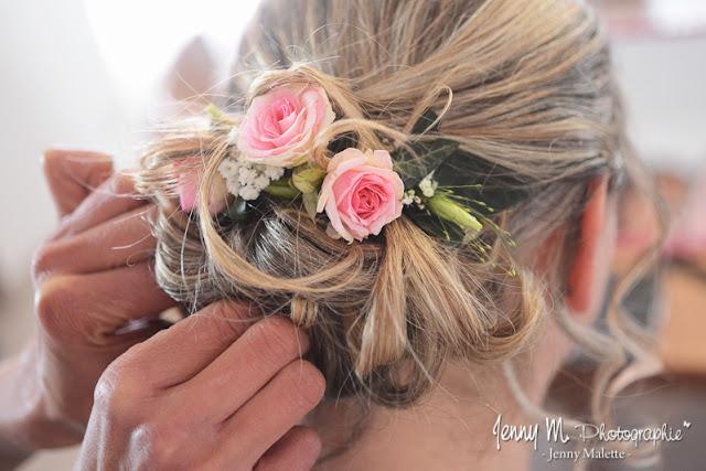 coiffure de la mariés, chignon bas, roses roses