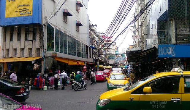 Tráfico loco en Bangkok