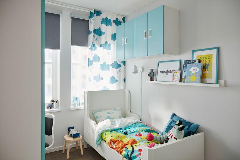 novedad catálogo ikea 2020 the lab home usa Estados Unidos dormitorio mueble celeste y estructura de cama blanca