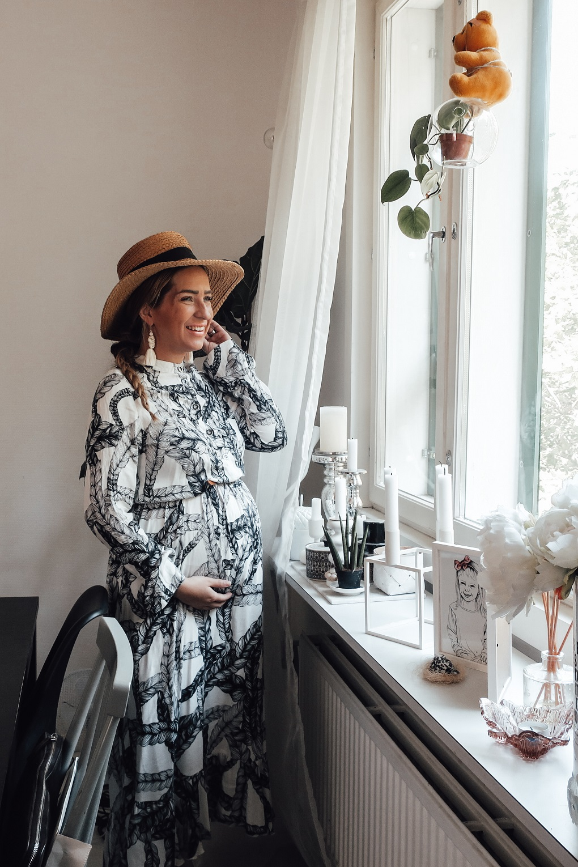 Introducing 3 of my favorite Nordic pregnancy outfits 3rd trimester_vimma_elisabethrundlof_tuuva_lettimekko