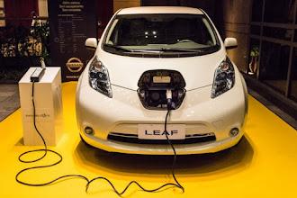 Vendas de carros elétricos disparam 221% no Brasil