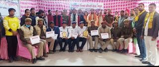 यातायात पुलिस के सम्मान में किया गया समारोह आयोजित