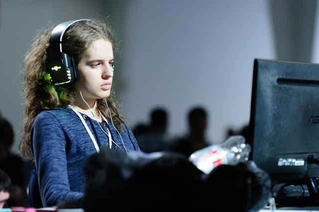 5 Gamers Cewek Terkaya dan Berpenghasilan Tertinggi Di Dunia