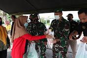 Yon Zipur 1/DD dan MSC Bagikan 200 Paket Sembako dan Takjil kepada 200 Keluarga Prasejahtera