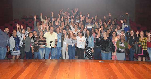 Artesãos de Nova Iguaçu receberem carteirinhas da FENIG 5