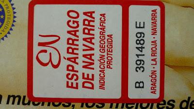 Espárragos rellenos de langostinos y espinacas. Etiqueta de los espárragos de Navarra