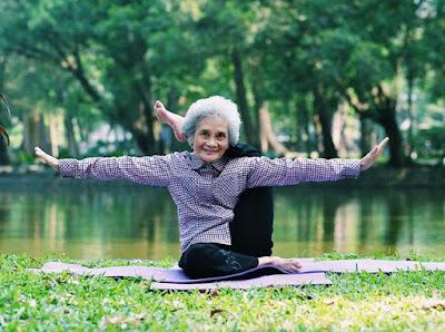 tập yoga tốt cho người già