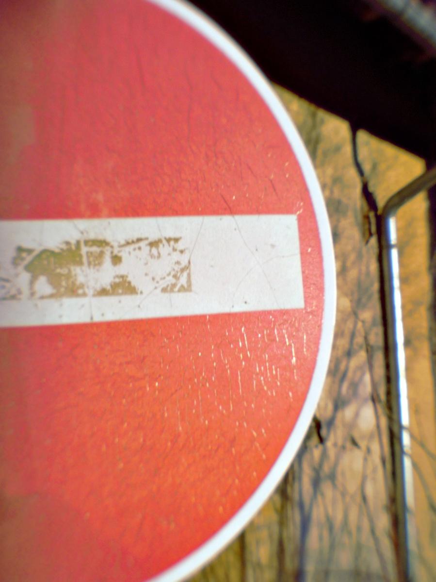 #311 Pentax 07 Mount Shield Lens f9 11.5mm – Auch Schilder bekommen Runzeln