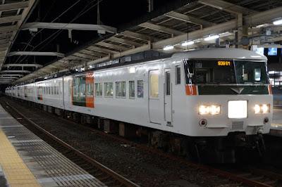 浜松駅停車中の185系ムーンライトながら