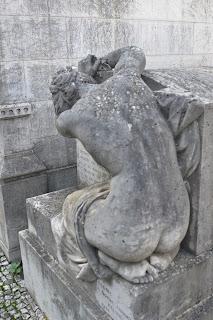 Resultado de imagem para semitério parisiense