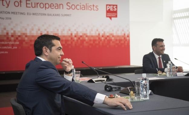 Ανοιχτούς λογαριασμούς με την ιστορία αφήνει η συμφωνία Τσίπρα- Ζάεφ