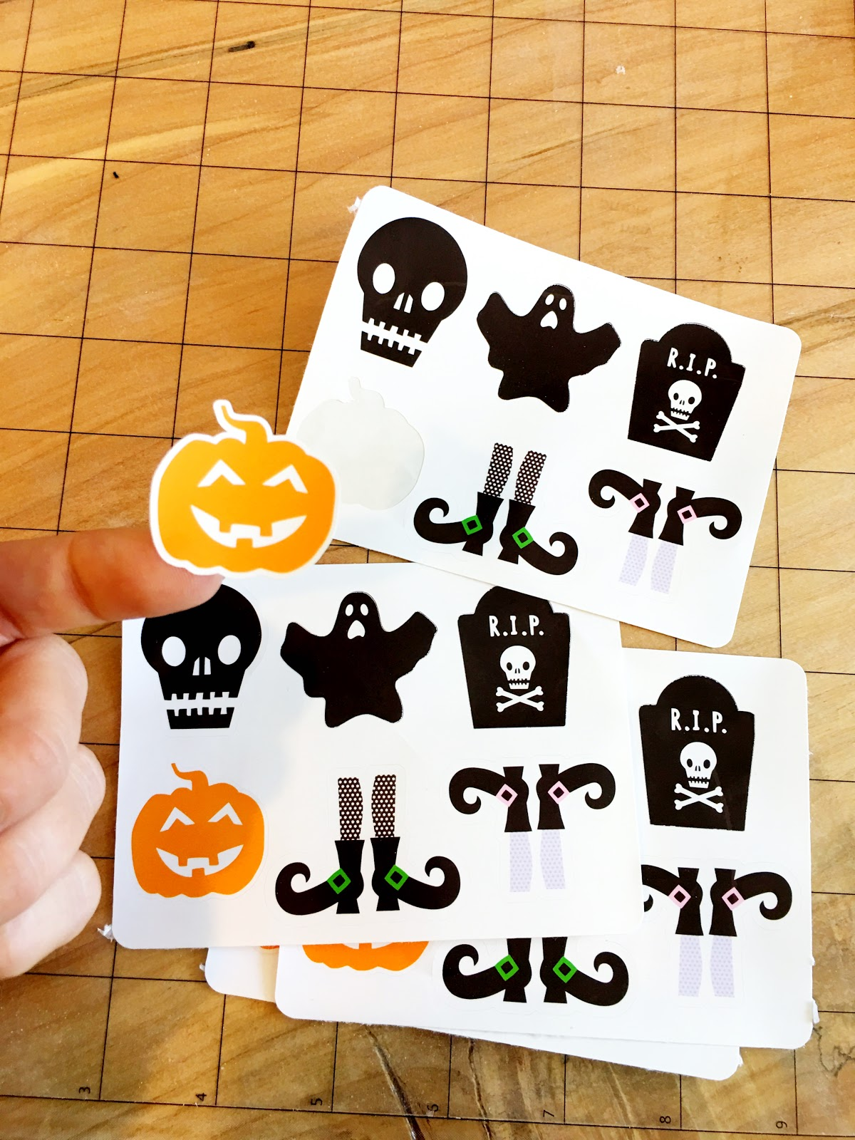 how to cut stickers without machine