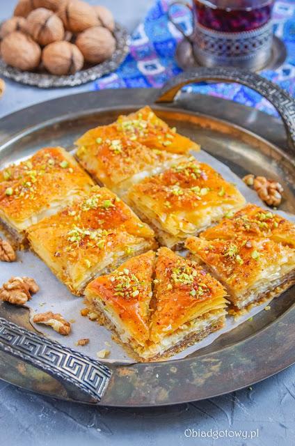 Turecka baklava z orzechami, baklawa z orzechami włoskimi,