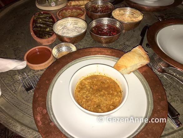 tandır çorbası, ekmeği ve mezeler, Fresco Cave otel Kapadokya Ürgüp