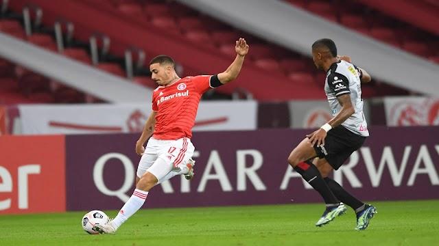 Libertadores: Inter só empata com time boliviano, mas se classifica em 1º; Santos perde no Equador e está eliminado.