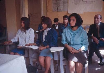 suasana perkuliahan di Universitas Kabul pada tahun 1960-an