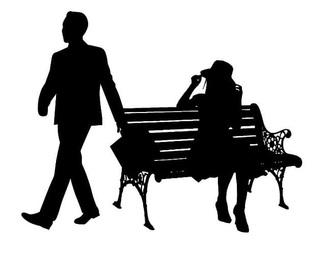 Sex Dating Seiten sind ein fester Bestandteil der sozialen Medien und bieten ein Mittel, mit dem einsame Menschen einen Partner für sexuelle Begegnungen finden, der von One-Night-Stands bis hin zu lebenslangen Beziehungen reicht. Während sie einen Fluchtweg aus dem trostlosen Leben der elektronischen Unterwerfung zu bieten scheinen, dienen sie tatsächlich dazu, die Abhängigkeit zu verstärken und können Unachtsame beim endlosen Recycling von virtuellem Sex fangen. Dabei wird eine Welt der Enttäuschung, des Grolls und der Frustration entlarvt, ausgestrahlt und manchmal verstärkt.    Viele der Frauen, die Sex-Dating-Websites nutzen, geben an, dass sie sich von einer zerbrochenen Beziehung erholen, die durch die Untreue eines Partners verursacht wurde. Sie behaupten entweder, sie versuchten, die Gefühle der Ablehnung und des Verrats auszublenden, oder sie proklamieren die Aufgabe der Liebe zugunsten von gelegentlichem Sex und roher sinnlicher Befriedigung. Frauen jeden Alters verlieren scheinbar jeglichen Sinn für Würde und Selbstachtung und veröffentlichen in verschiedenen Stadien des Ausziehens, einschließlich völliger Nacktheit, Selfies von sich selbst. Man muss vermuten, dass hier die Ausbeutung des weiblichen Geschlechts in einem Zustand emotionaler Instabilität stattfindet.    Ein weiteres häufiges Plädoyer kommt von verheirateten Frauen oder Frauen in langfristigen Beziehungen. Einige führen nur die Unzulänglichkeit ihres Partners im Bett, seine Unfähigkeit oder sein mangelndes Interesse an. Andere erwähnen die zugegebene oder vermutete Untreue eines Partners, und einige behaupten, dass sie in offenen Beziehungen stehen und mit Zustimmung ihres Partners handeln. Einige geben sogar vor, nach einer dritten Person zu suchen, die sich dem Paar in neuen dreieckigen Abenteuern anschließt, obwohl eine Eins-zu-Eins-Aktivität nicht ausgeschlossen ist. Diese Kategorie von Teilnehmern kann aus anderen Gründen kritisiert werden, scheint jedoch weniger emotional belastet und 