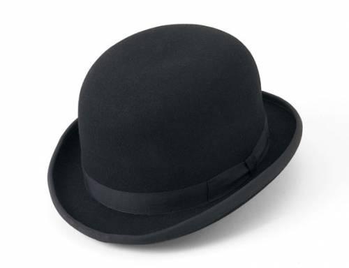 4a1bf562e465a El sombrero es una prenda con copa y ala que se utiliza para protegerse del  sol y el frío o también como adorno. Lo utilizan tanto hombres como mujeres.