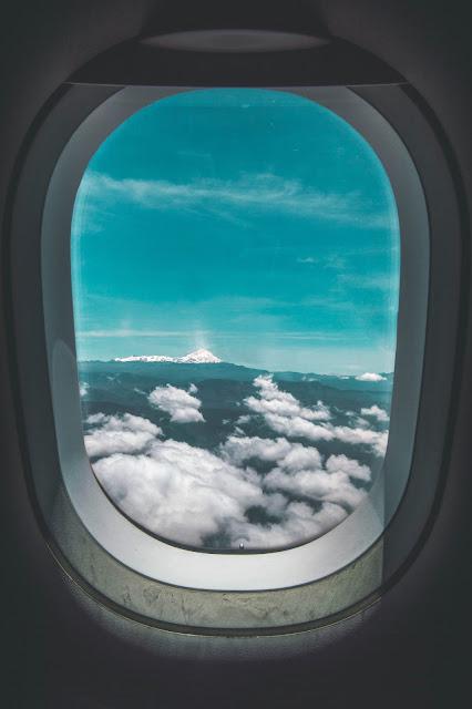 رمزية نافذة طائرة فوق السحب للتصميم بدون حقوق العدد 8
