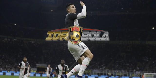 IDRBOLA - Cristiano Ronaldo Mabuk Pasca Tenggak Segelas Sampanye