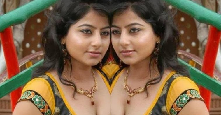 Bhojpuri aunty showing boob and shaved pussy outdoor - 4 4