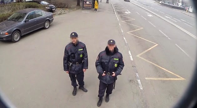 This Russian Outdoor Billboard Actually Hides From The Police