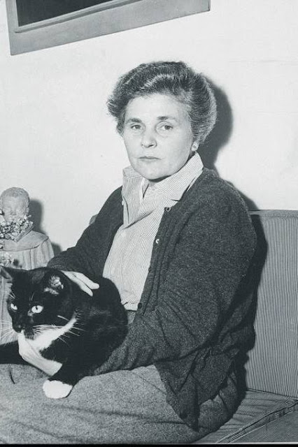 one art by elizabeth bishop essay Brief summary of the poem one art skip to one art by elizabeth bishop home / poetry / one art / such as a mother's watch or homes one has loved in the past.
