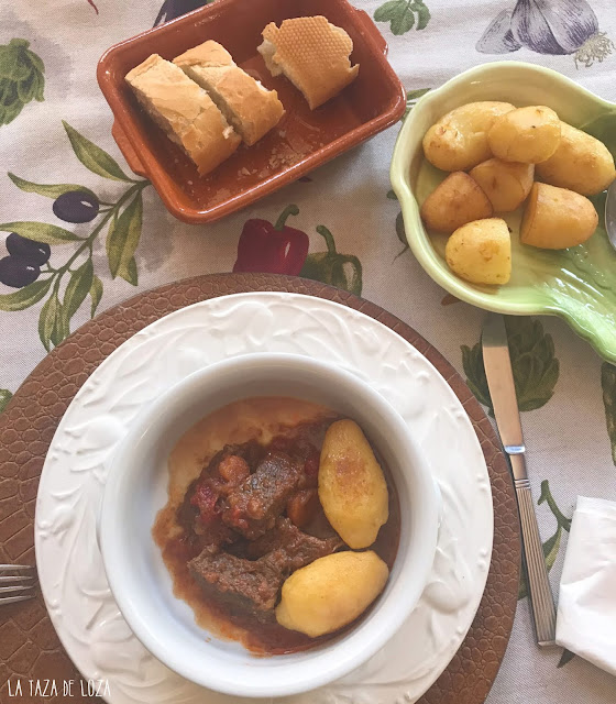 carne-guisada-con-especias-y-salsa