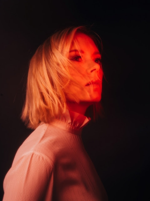 """Après les singles """"Electric"""", """"Rescue Me"""" puis """"Finalement la nuit"""", Frederika Stahl nous dévoile """"Cruel World"""""""