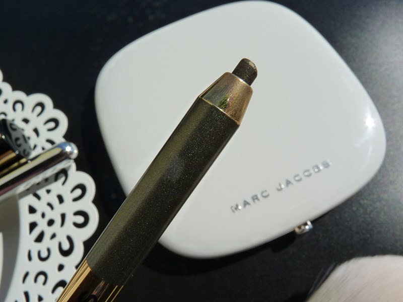 Highliner Gel Eye Crayon, Olive You - żelowa kredka do powiek Marc Jacobs Beauty