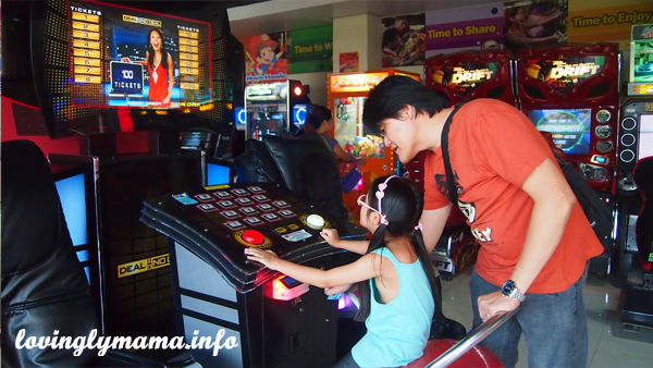 we love Timezone - game prizes - toys - Bacolod mommy blogger - Ayala Malls - Dad and daughter - Papa's girl