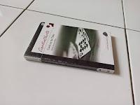 2 Kartu-Kartu Di Meja Agatha Christie