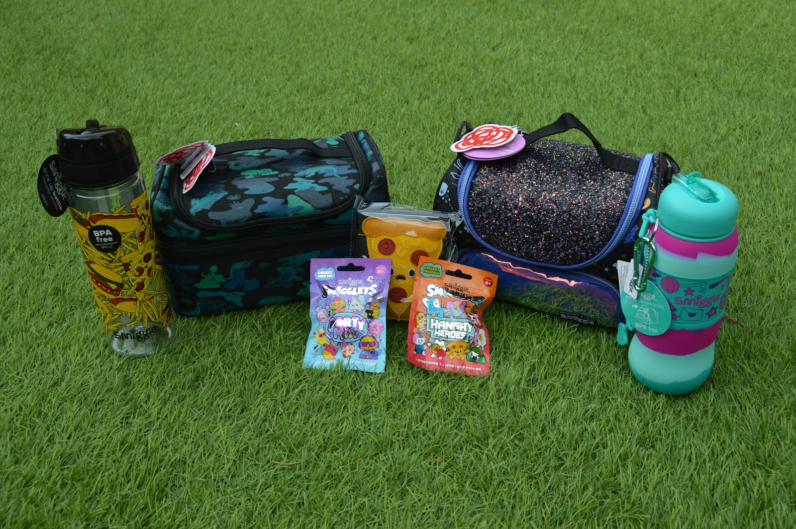 Smiggle lunchboxes and bottles