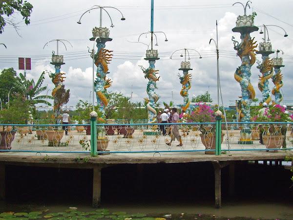Monasterio de los monjes del coco en la Isla Fénix (My Tho)