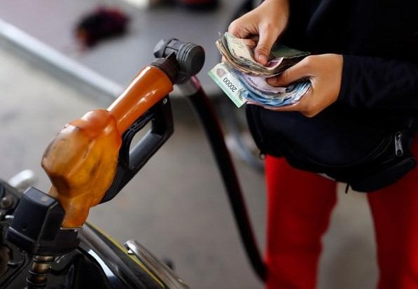 Giá xăng dầu ngày 20.4: Lao dốc không phanh, xuống dưới ngưỡng 15 USD/thùng