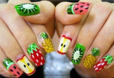 Foto de uñas con diseño de diferentes frutas