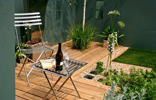 Small Deck Design, small backyard design, small bacyard design ideas, small garden ideas, wooden deck, backyard wooden, small bacyard deck ideas, bakyard design ideas, backyard garden ideas, backyard garden design, backyard garde design and ideas, backyard gardening, backyard gardening ideas