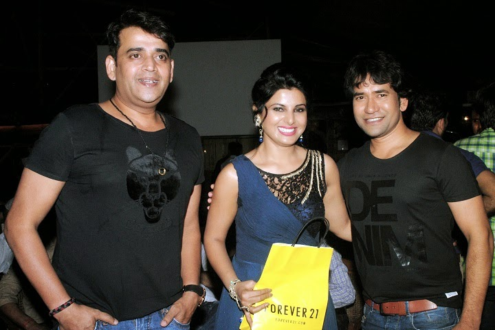 Smrity Sinha With Ravi Kishan and Dinesh Lal Yadav 'Nrahua'