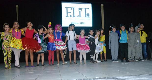 Primeiro dia do FLIT da Escola Dinâmica trouxe apresentações de obras infantis de Chico e Vinícius