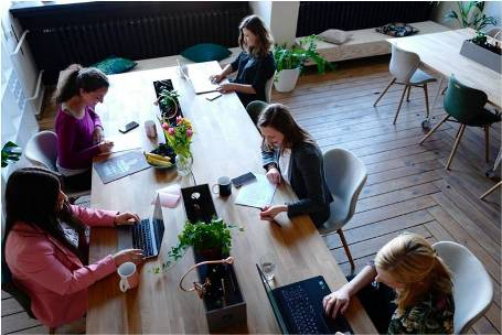 Satisfied coworkers in a healthy workspace