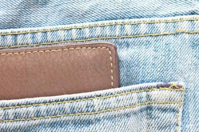 wallet-in-jeans-back-pocket
