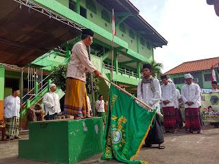 KH. Abdul Basith AT saat meresmikan Hari Santri di Ponpes Al Fatich