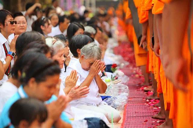 Comparing buddha and shiv